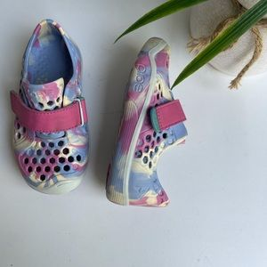 Law water sneakers🌸size 8 toddler